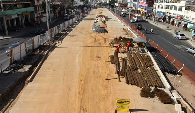 Obras de implementa��o do BRT na Avenida Cristiano Machado  (Rodrigo Clemente/EM/D.A Press)