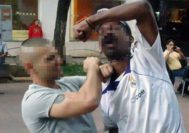 As buscas pelo skinhead começaram deposi que ele postou uma foto no Facebook enforcando um morador de rua na Região da Savassi, Região Centro-Sul de BH (Reprodução Facebook)